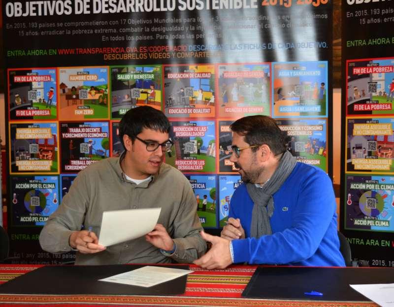 El director general de Cooperació i Solidaritat, Federico Buyolo i  l