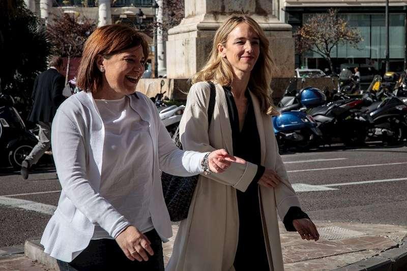 La portavoz del PP en el Congreso, Cayetana Álvarez de Toledo (d), y la presidenta del PPCV, Isabel Bonig (i), en una visita reciente de la diputada a la Comunitat Valenciana. EFE/Biel Aliño