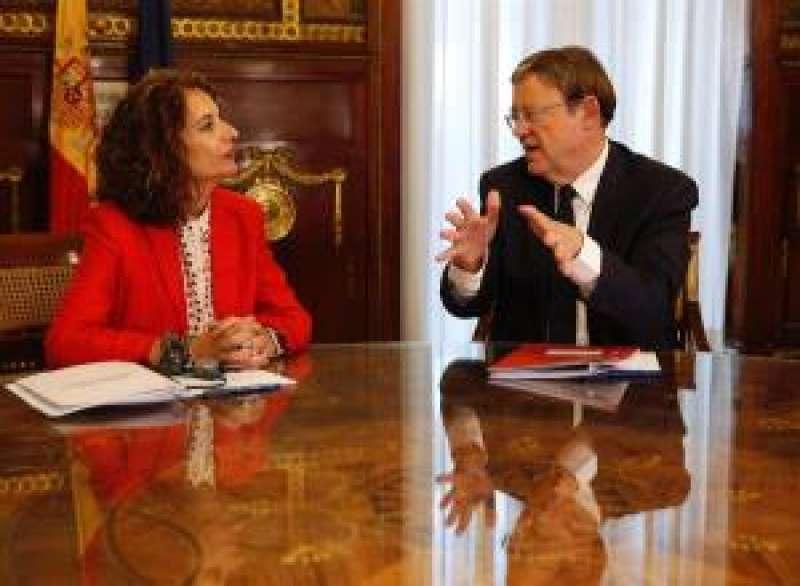 La ministra de Hacienda en funciones, María Jesús Montero, con el president de la Generalitat Valenciana, Ximo Puig. EFE