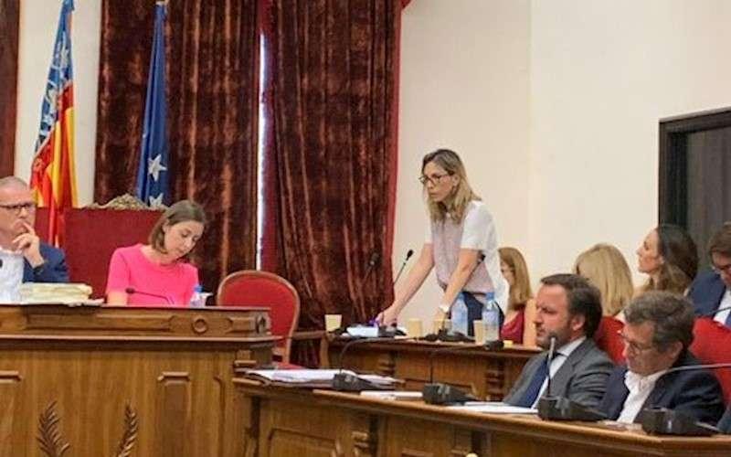 La concejal denunciante interviene en un pleno, en una imagen difundida por Vox Elche.