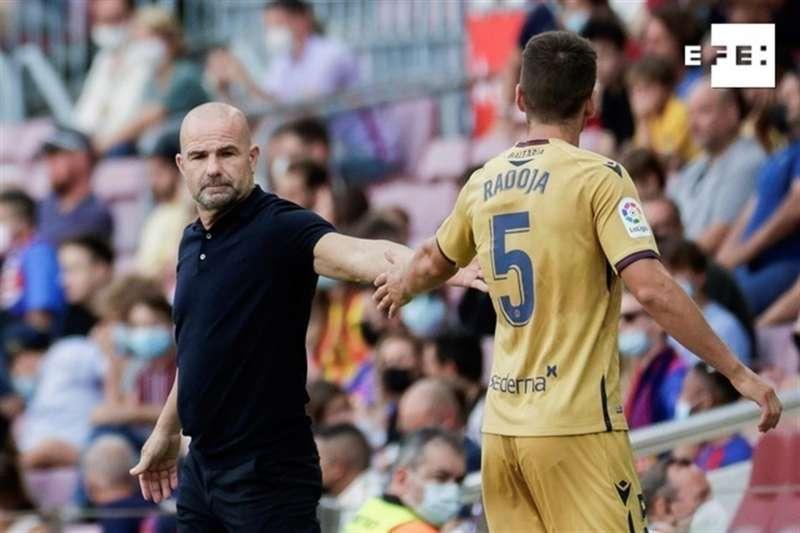 EFE Fuente: EFE Autor: Quique Garcia Temática: Deporte » Fútbol El entrenador del Levante UD, Paco López, en el encuentro que su equipo perdió por 3-0 en el Camp Nou. EFE