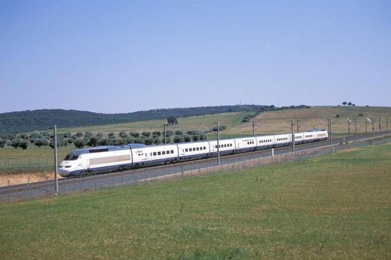 El Tren de Alta Velocidad (AVE). EFE/Archivo