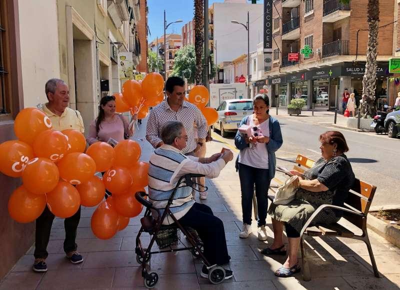Ciudadanos realiza su campaña en Burjassot. epda