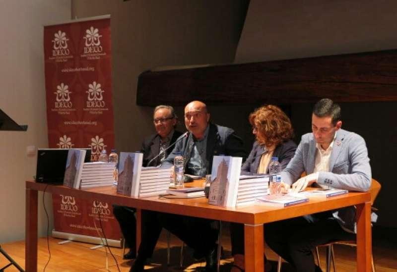 Alfred Ramos, Xavier Rius, Elvira García i Carlos Fernández Bielsa en la presentació de la revista