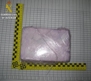 Imagen de la cocaína que transportaban los detenidos en el interior del vehículo. Foto: Guardia Civil.