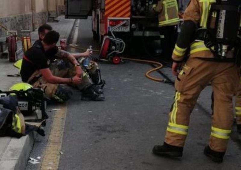 Los bomberos de Alicante en una intervención, en una imagen de este cuerpo de Emergencias