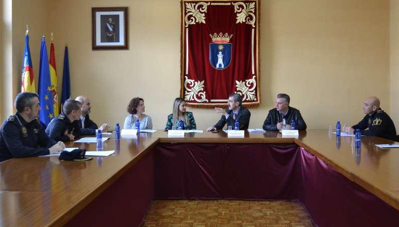 José María Ángel, junto a la alcaldesa de la Vall d