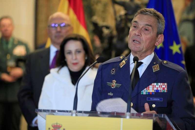 El jefe del Estado Mayor de la Defensa, el general del Aire Miguel Ángel Villarroya Vilalta (d) durante su toma de posesión. EFE/Fernando Alvarado/Archivo