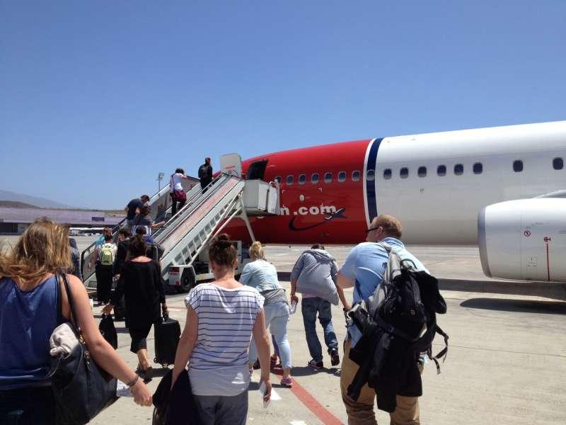 Pasajeros al avión / EPDA