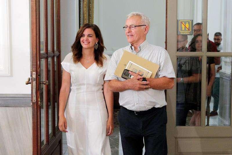 El alcalde de Valencia, Joan Ribó, y la portavoz del grupo socialista, Sandra Gómez. EFE