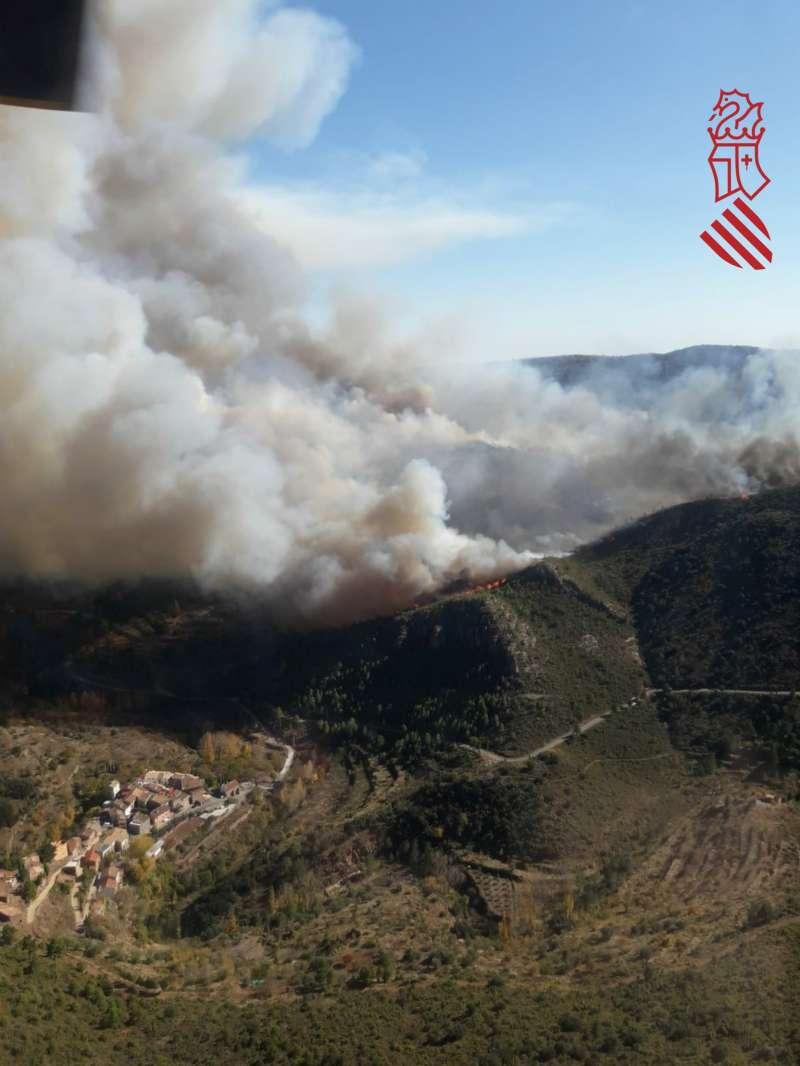 Las llamas con referencia visual a la aldea de Arteas