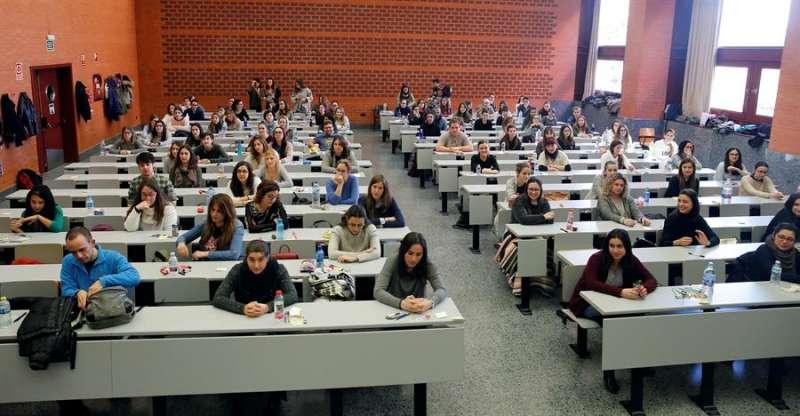 Alumnos en una clase de una universidad. EFE