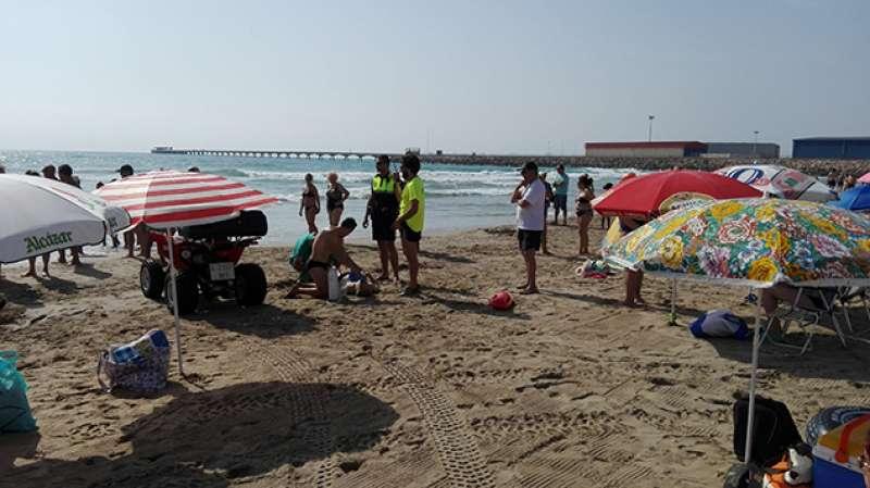 Servicio de socrrismo y policía de playas de Sagunt durante el fin de semana.