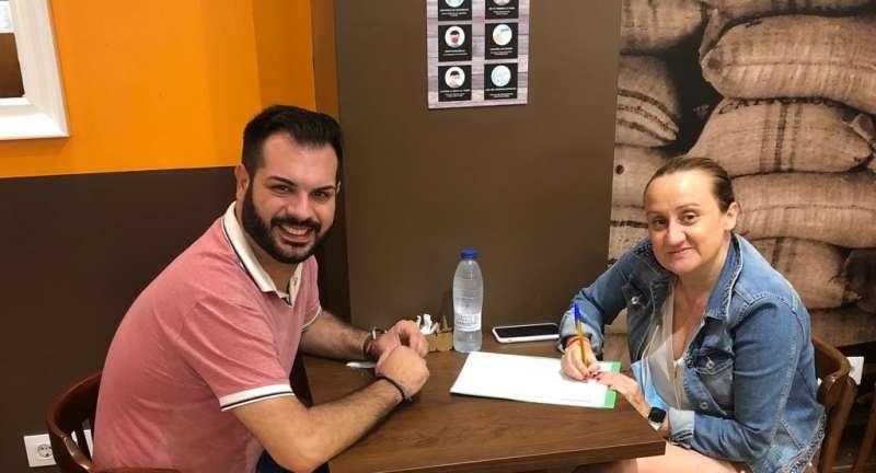 Modesto Martínez, a la izquierda y la avalista Virginia Garrigues, a la derecha./EPDA