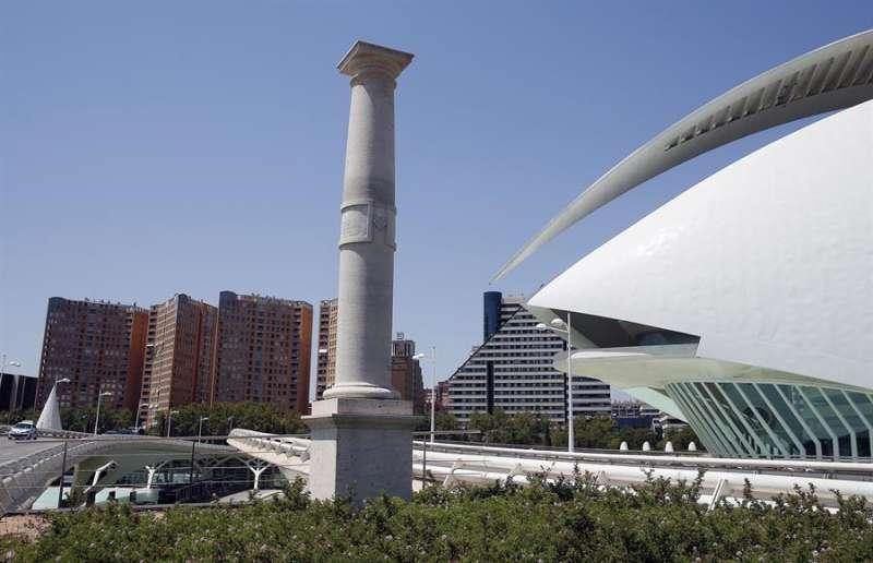 Imagen de archivo del monolíto conmemorativo por la visita del papa Benedicto XVI a Valencia. EFE
