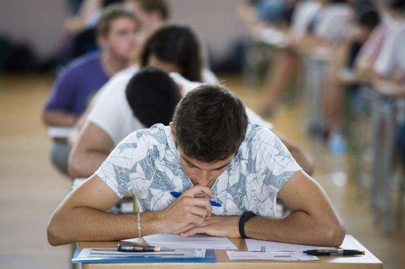 Estudiantes en un examen. EFE/Archivo