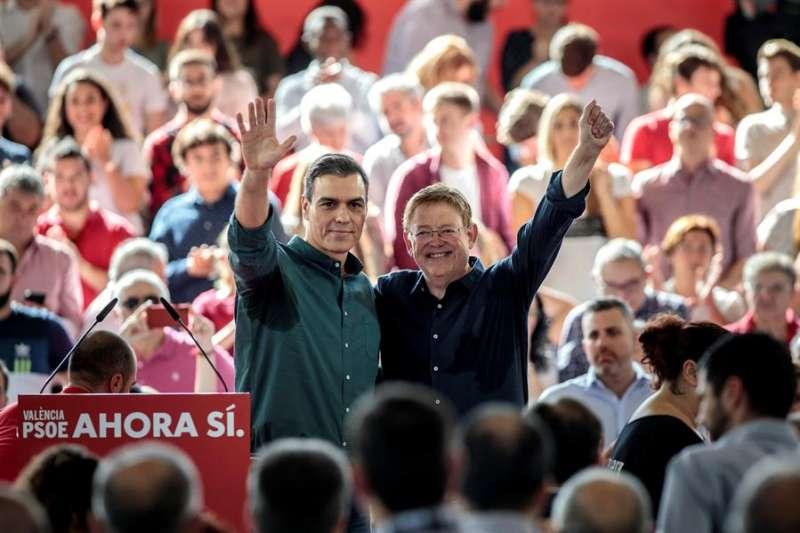Pedro Sánchez y Ximo Puig en el acto de campaña en Mislata.