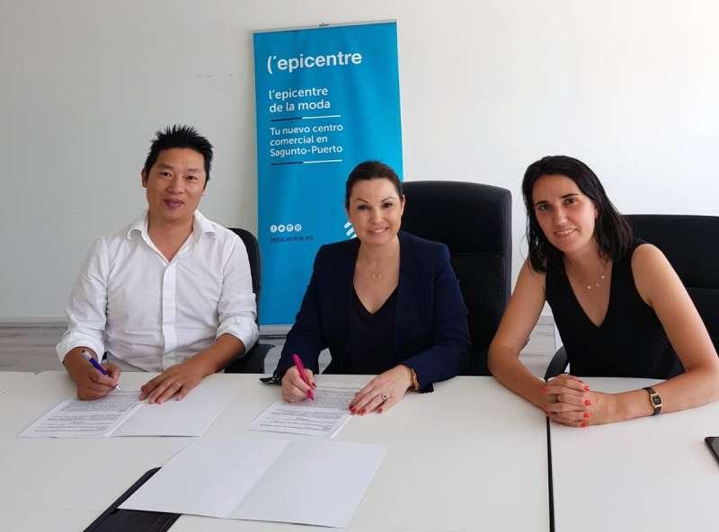 Firma del contrato de alquiler. EPDA