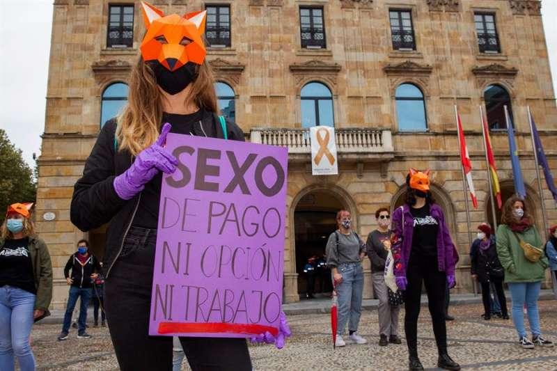 Imagen de archivo de una concentración convocada por varias asociaciones feministas para reclamar la abolición de la prostitución. EFE