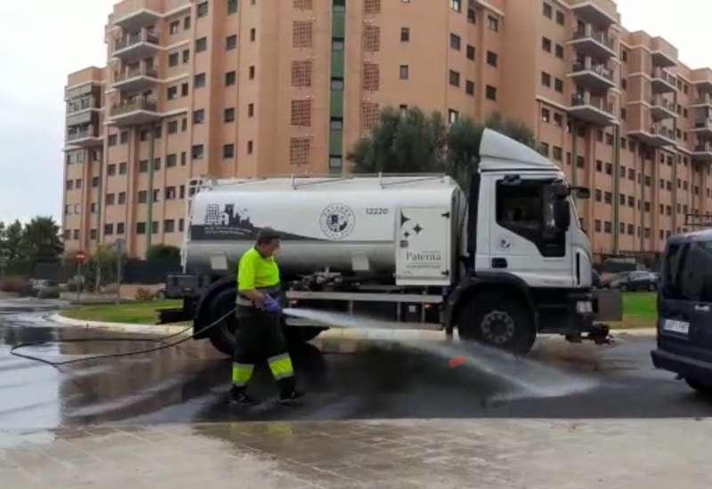 Trabajos de baldeo en Paterna../EPDA