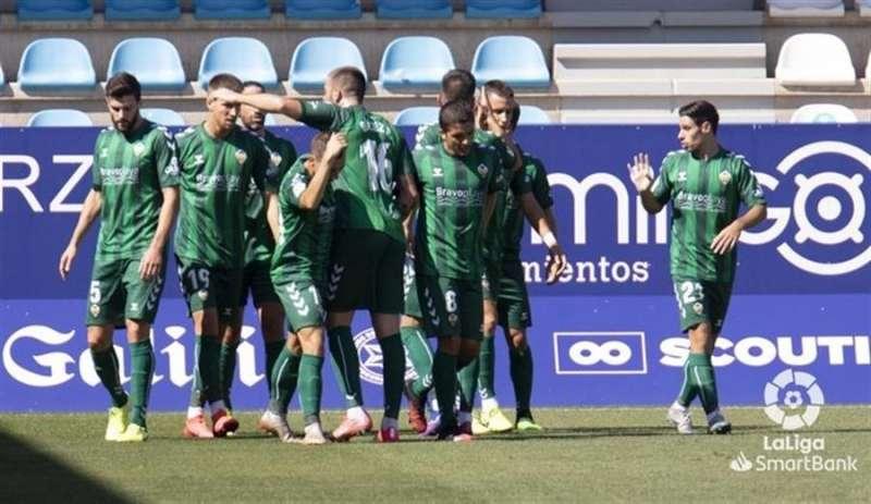 Los jugadores del Castellón celebran el gol de la victoria ante la Ponferradina en su retorno a Segunda División. Foto cedida por el CD Castellón. EFE