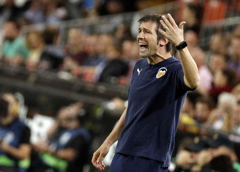 El entrenador del Valencia CF, Albert Celades, durante un partido de su equipo en LaLIga. EFE/Archivo