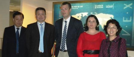 El director general de Internacionalización y Consejero delegado del IVEX, Daniel Marco, recibe a la delegación de empresarios y directivos chinos del conglomerado industrial de la Provincia de Jilin. Foto EPDA