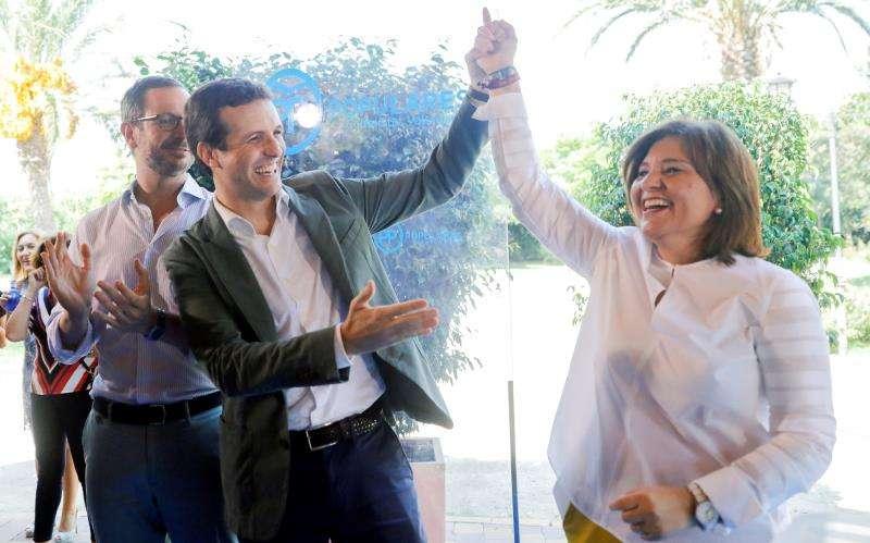 Elpresidente del Partido Popular, Pablo Casado, y la líder del PPCV, Isabel Bonig, durante la reunión de la junta directiva regional del PP de la Comunitat Valenciana celebrada en La Pobla de Farnals en septiembre de 2018. EFE/Archivo