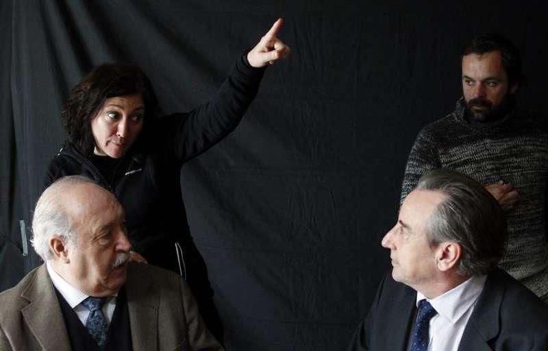 Imagen de archivo de un rodaje con Juli Mira (izqda) en el reparto. - EFE