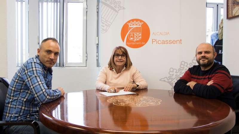 Alcaldesa de Picassent con gerentes de la empresa Jóvens Obrers. EPDA