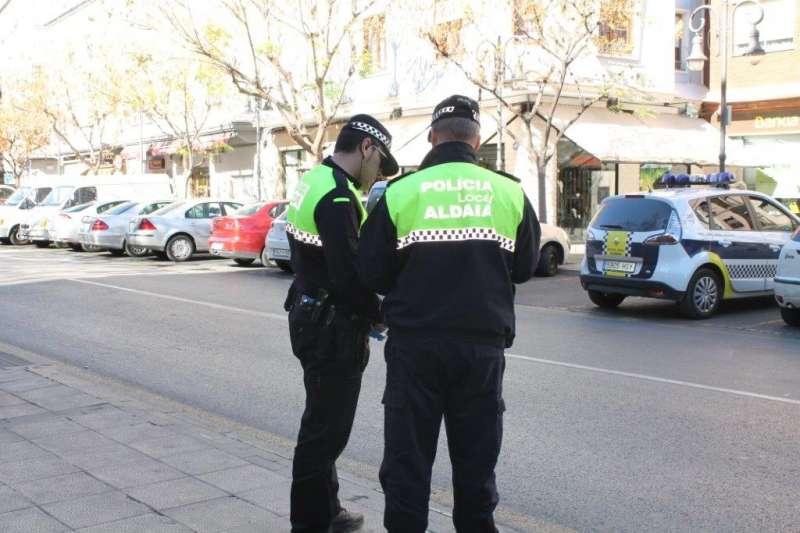 Dos agentes de la polic�a. EFE