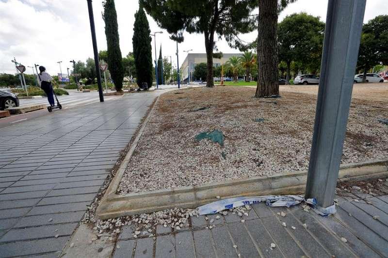 Imagen de la zona donde fue acuchillado un hombre de 32 años en Torrent. EFE/Manuel Bruque