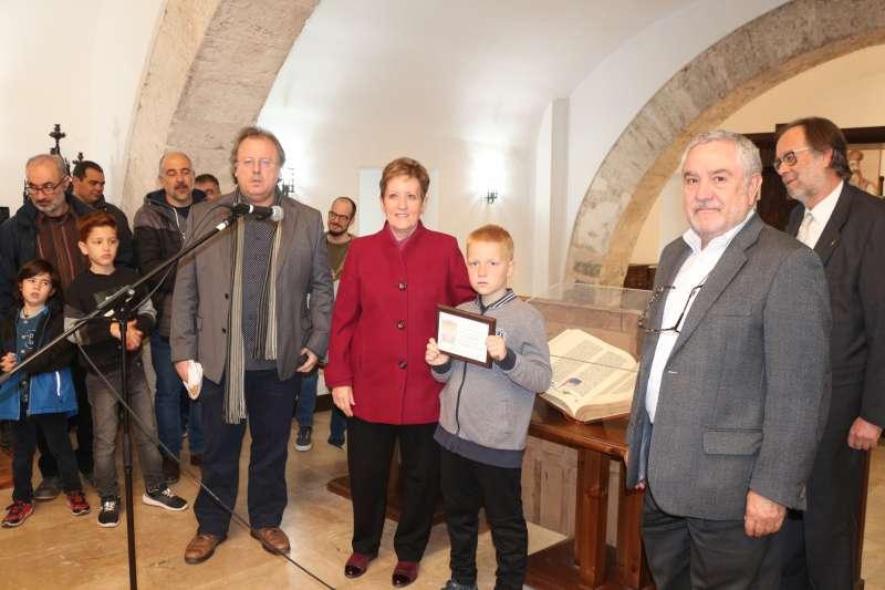 La alcaldesa de El Puig entregó una placa a Iván Povshednyi