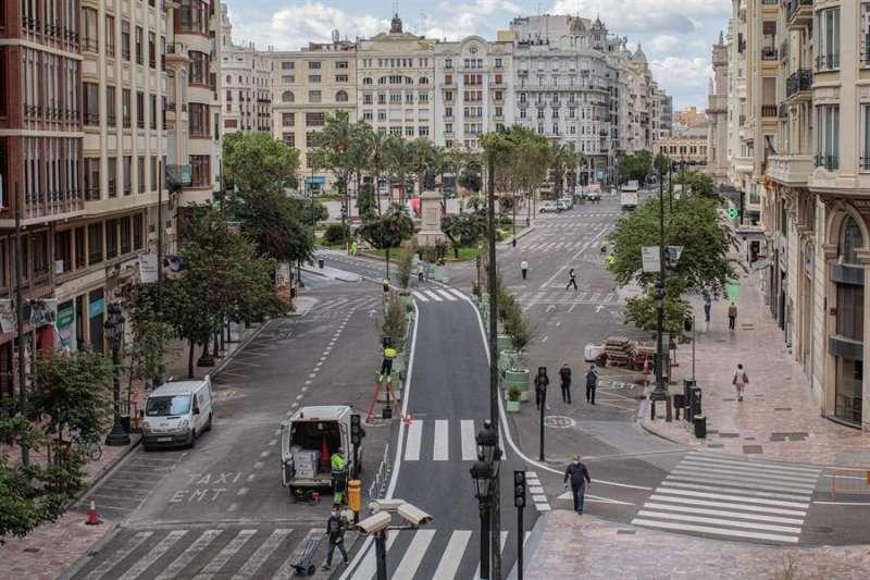 Vista general de la plaza del Ayuntamiento de València, en obras para su peatonalización, en una imagen de estos días. EFE/Biel Aliño