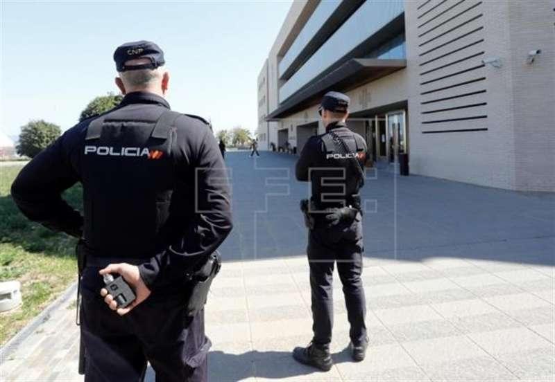 Imagen de archivo de agentes de la Policía Nacional en la Audiencia de Castellón.