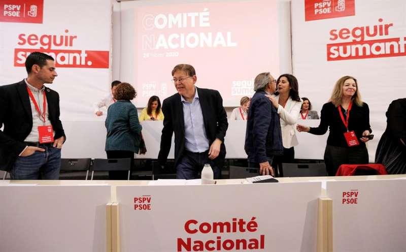 El secretario general del PSPV-PSOE y president de la Generalitat, Ximo Puig (c), preside el Comité Nacional del PSPV-PSOE. EFE