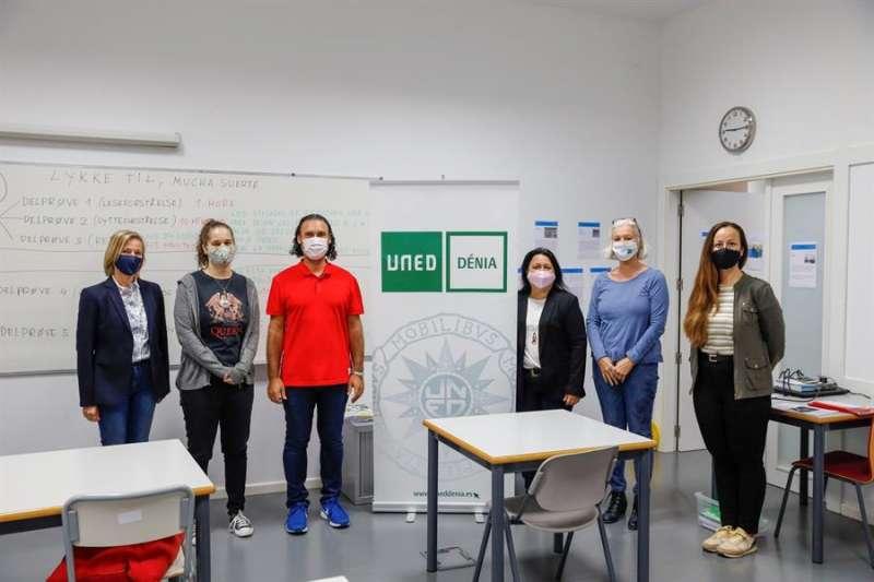 Imagen del primer examen del título oficial de conocimiento de la lengua noruega del Colegio Noruego de l?Alfàs. efe