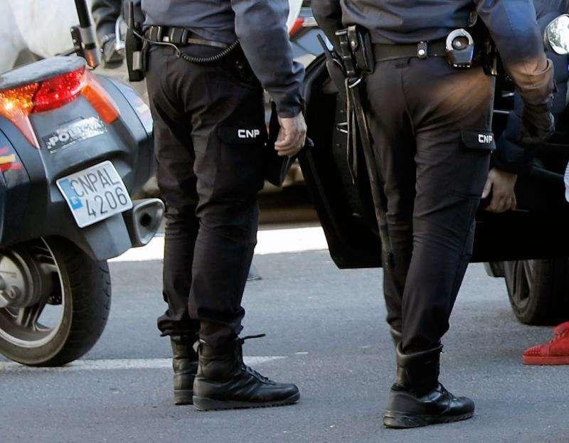 Agentes de la Policía Nacional en València. EFE