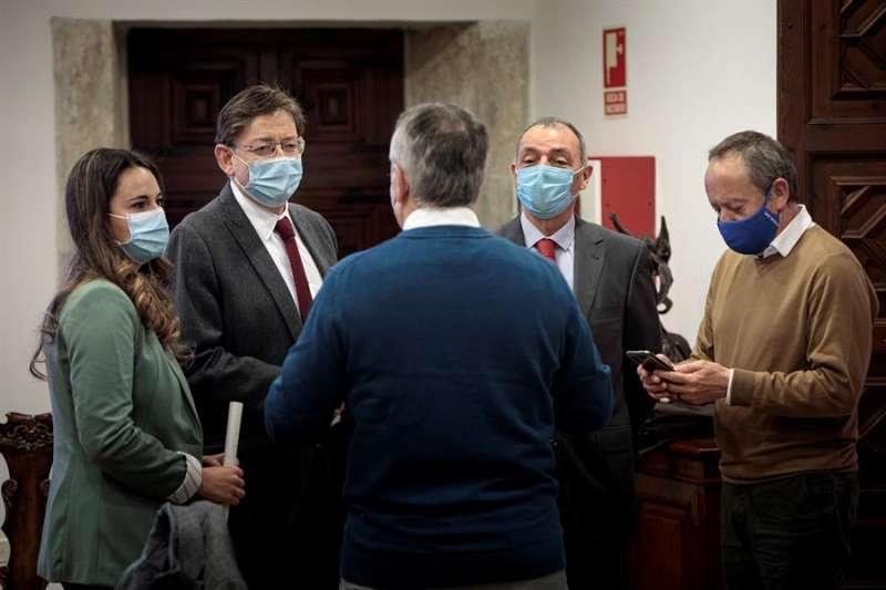 El president de la Generalitat, Ximo Puig, durante la reunión mantenida con los agentes sociale. EFE