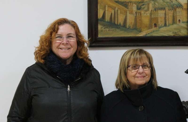 La alcaldesa y la secretaria del Aula Senior