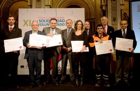 Grupo de voluntarios premiados por la Generalitat con motivo del Día Internacional del Voluntariado. Foto EPDA