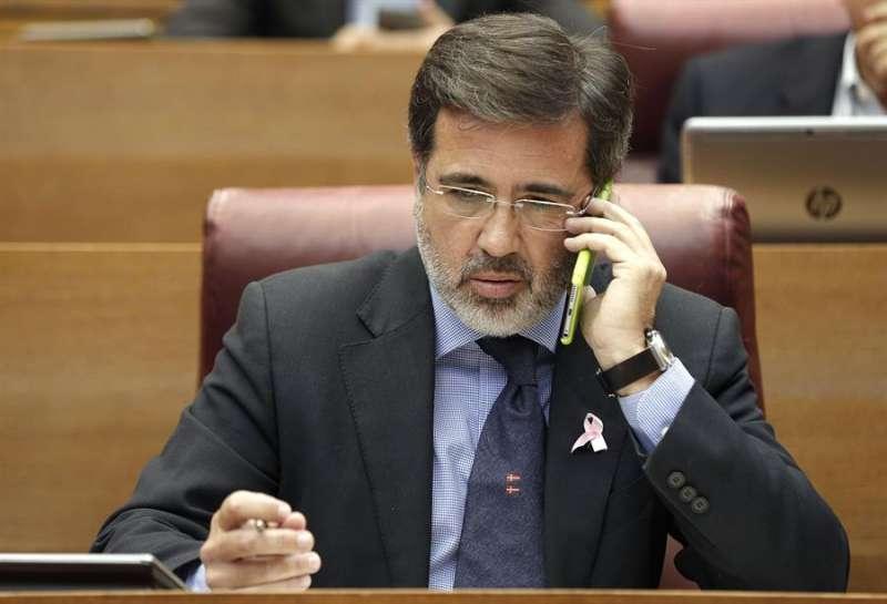 El diputado por el Partido Popular popular, Alfredo Castelló, en un pleno de Les Corts. EFE/Archivo Manuel Bruque.