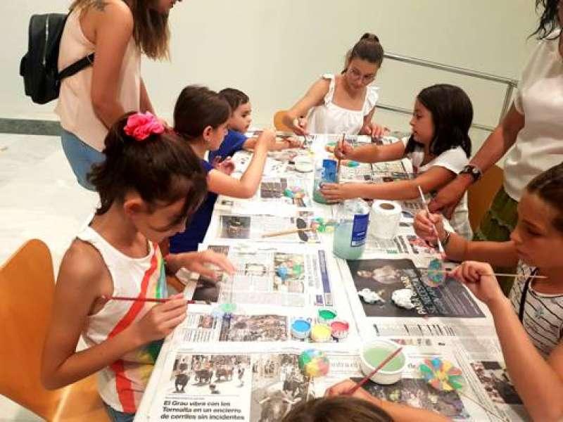 Niños en un taller