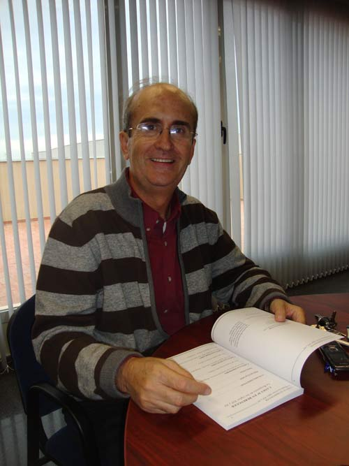 Víctor Almor.