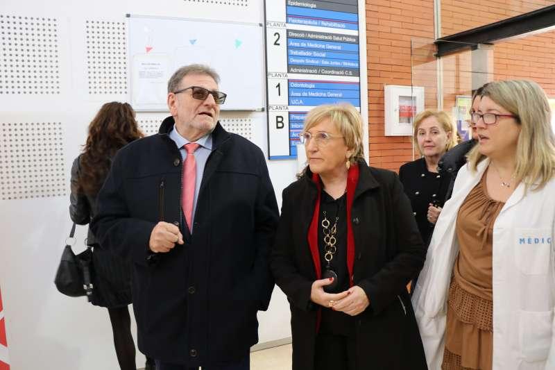 Barceló visitando junto a Ros el Centro de Salud de Torrent II. EPDA