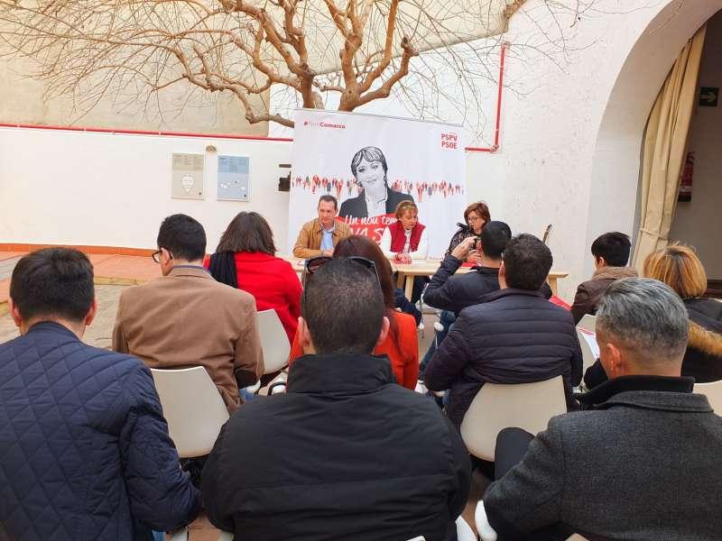 Eva Sanz dirigiéndose a militantes de l