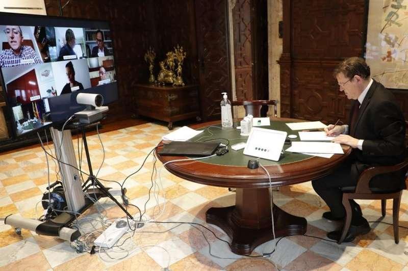 El president de la Generalitat, Ximo Puig, en videoconferencia con los agentes sociales. EFE/Generalitat