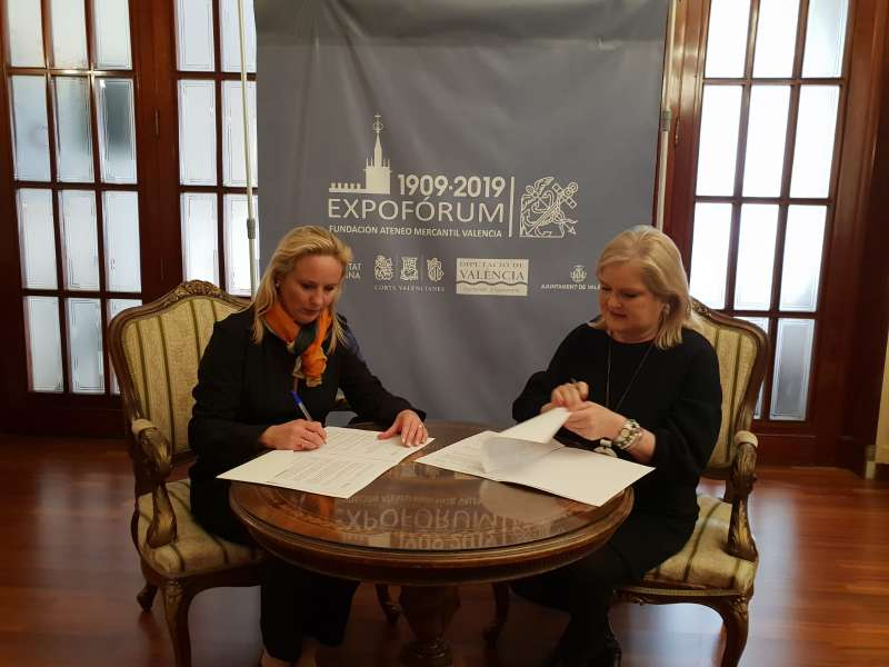 La Presidenta de la Fundación Ateneo Mercantil, Carmen de Rosa y la Rectora de la Universidad Europea de Valencia, Amparo Galbis