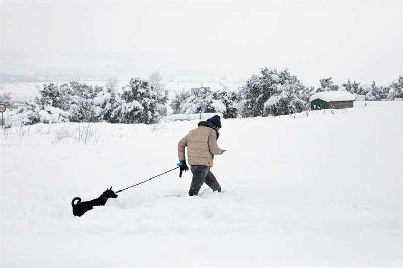 La nieve ha llegado a alcanzar los 40 centímetros, como en Barracas (Castellón).EFE/Biel Aliño