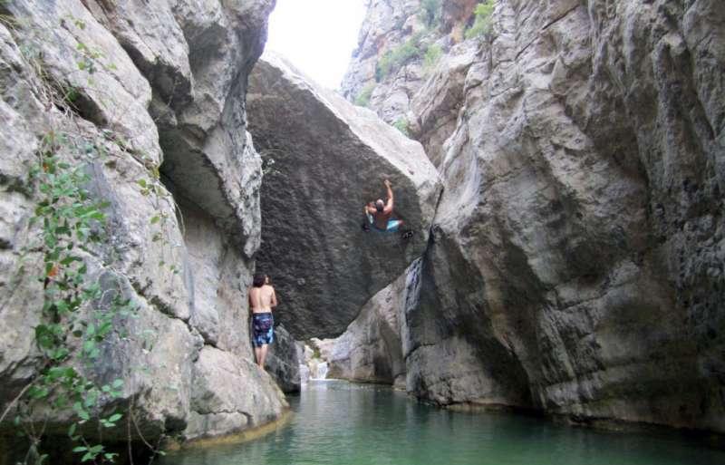 Dos escaladores en Montanejos.